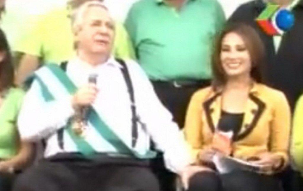 Un video muestra al alcalde boliviano cuando le pone la mano sobre el muslo a una periodista cuando se disponía a hacerle una entrevista.