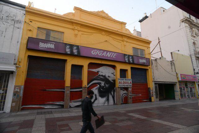 Cerró un histórico bar de peatonal San Martín y se agrava la crisis del centro