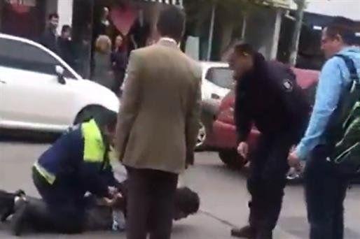 Ascendieron a los dos policías que se pelearon con un juez y demoraron a un abogado