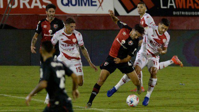 Llano respondió en el último partido y mañana jugaría en Tucumán por Giani