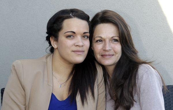 Manon Serrano junto a su madre biológica.
