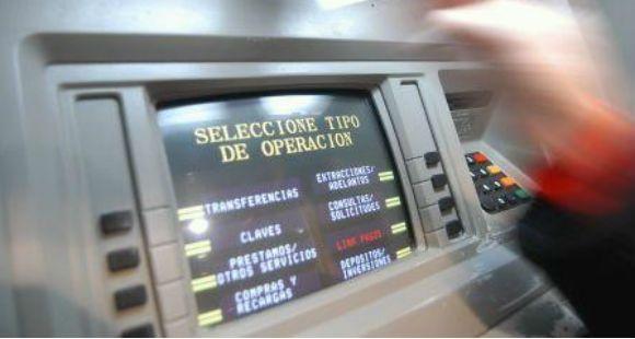 Detectan cajeros automáticos preparados para estafar a los clientes