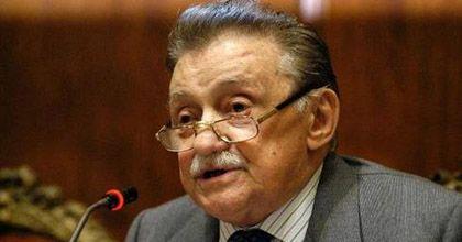 El escritor Mario Benedetti se recupera y responde bien al tratamiento
