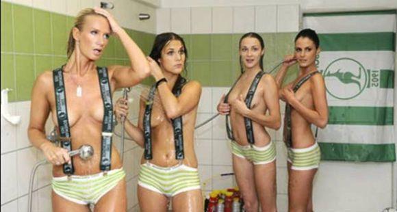 Se duchó con cuatro mujeres para promocionar el club
