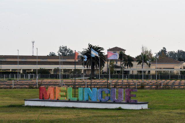 El hotel Casino de elincué y su imponente laguna son los principales atractivos del sur santafesino