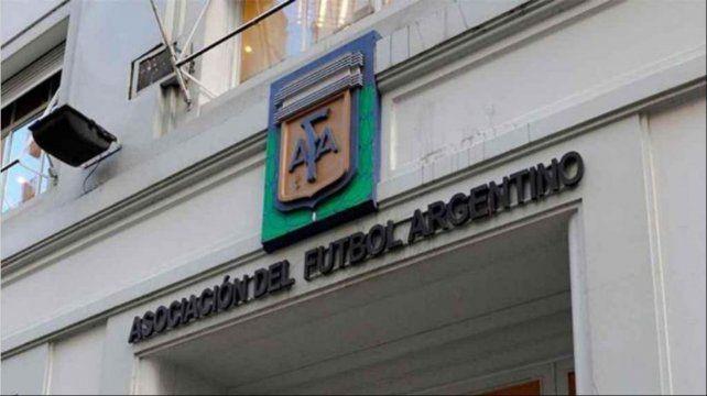 La AFA escuchó el reclamo de los sindicatos de prensa y revertirá las restricciones a los periodistas en los estadios de fútbol.
