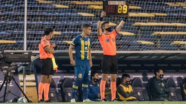 Luca Martínez Dupuy es uno de los que ingresa. Jugará con Gamba en la ofensiva.