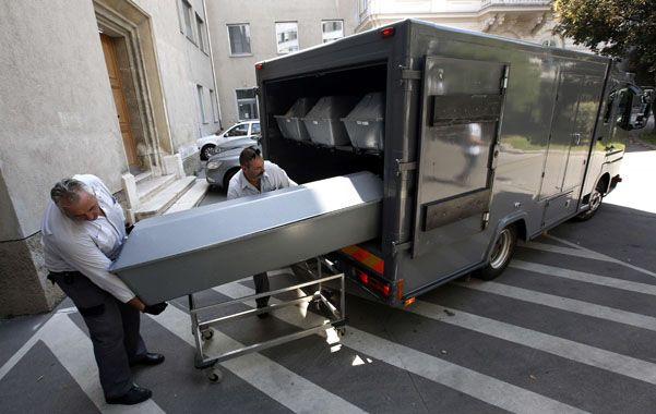 Lúgubre. Los cuerpos de las víctimas fueron trasladados a Viena para realizarles la autopsia.