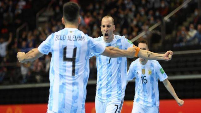 La selección argentina de futsal jugará la semifinal contra Brasil tras una emotiva definición por penales ante Rusia.