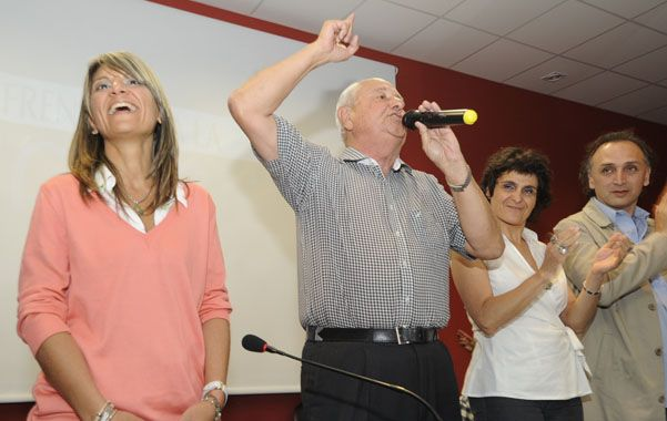 Alegría. Cavallero celebra junto a las electas Lorena Giménez y Norma López. (Foto: S. Toriggino)