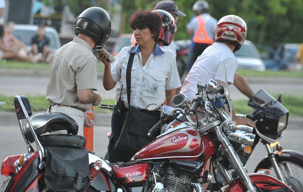 Prueba clave. Personal municipal en plena actividad de detección. (foto: Gustavo de los Ríos)