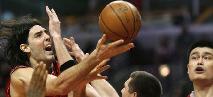 NBA: con gran actuación de Scola, Houston se recuperó ante Minnesota