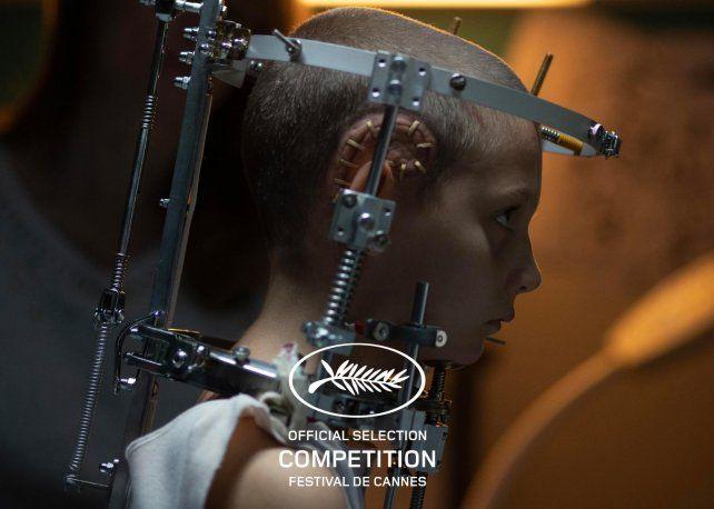 Una imagen de la ganadora del premio máximo, Titane, de la francesa Julia Ducornau. La crítica recibió mal la premiación.