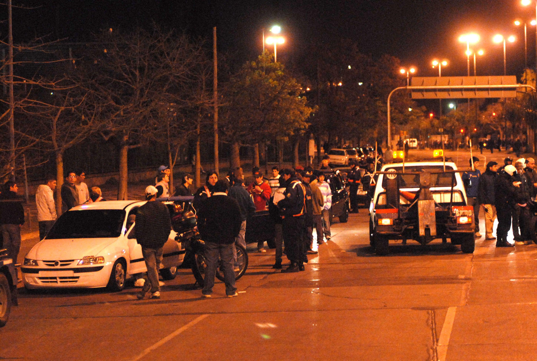 La zona de la costanera norte suele ser escenario habitual de carreras ilegales de autos. (Foto: M. Bustamante)