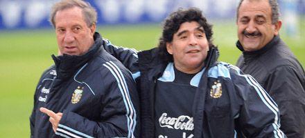 Bilardo defendió a Maradona: Trabaja bien pero no tiene tiempo