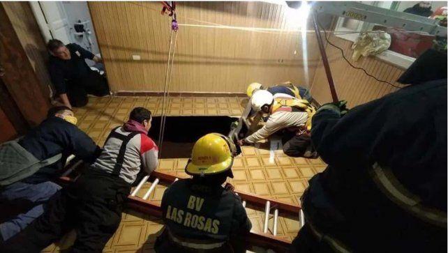 Dos mujeres cayeron en un profundo pozo que se abrió en el piso de un hogar de ancianos