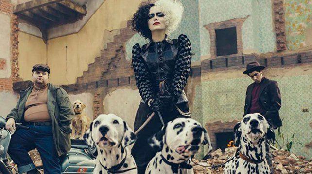 El miércoles Walt Disney Pictures desplegó la artillería publicitaria de Cruella con Emma Stone.