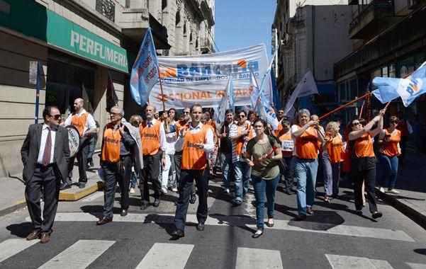 Bancarios inician una huelga nacional de dos días.  (Foto: S.Salinas)