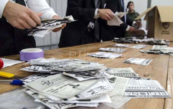 La Junta Electoral lleva computado el 30 por ciento de los votos. El radical Cano le sigue llevando 8 puntos al kirchnerista Manzur.