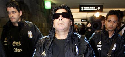 Maradona no irá al sorteo del Mundial: la Fifa lo suspendió por dos meses