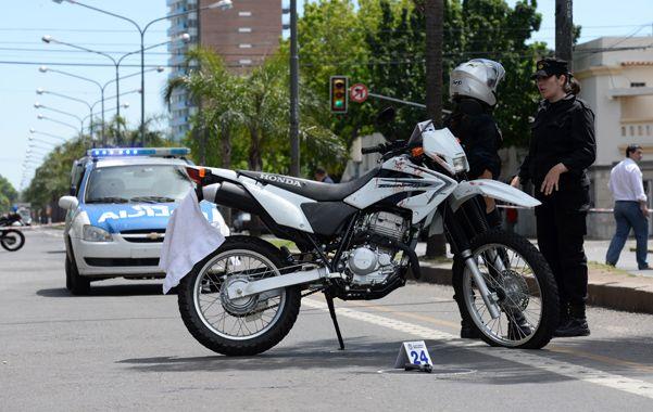 El joven penado está acusado de tirotearse con un policía franco de servicio al que intentó robarle la moto. (Foto: S.Salinas)