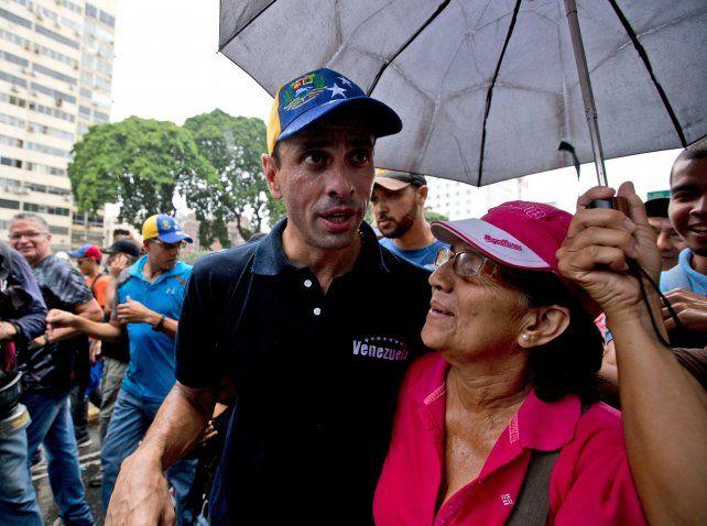 Henrique Capriles lidera la campaña.