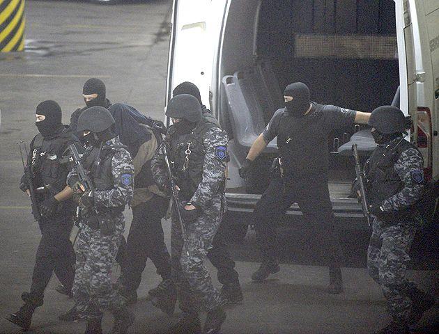 Ariel Máximo Cantero llegó a Tribunales bajo un severo control policial.