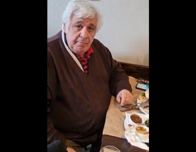 Video: Samid fue escrachado rompiendo la prisión domiciliar y echado de un restaurante