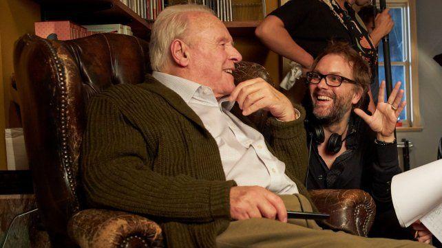 Hopkins con el director Florian Zeller, que debutó en cine con el filme.
