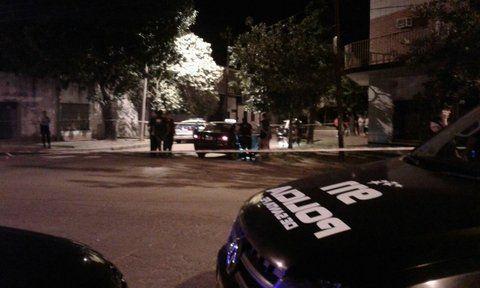 El lugar del trágico hecho. En el barrio Roma el taxista de 39 años recibió un disparo en el pecho.