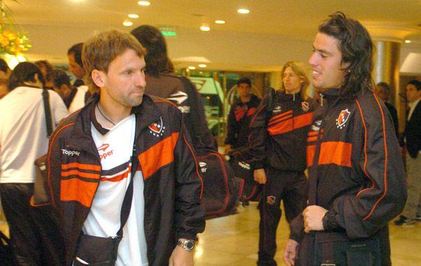 Otro momento. Bernardi y Formica tiempo atrás cuando compartían cancha. Lucas ahora busca refuerzos para el equipo.