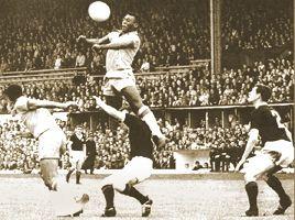 Hace 50 años, en Suecia, Pelé marcaba su primer gol en un Mundial