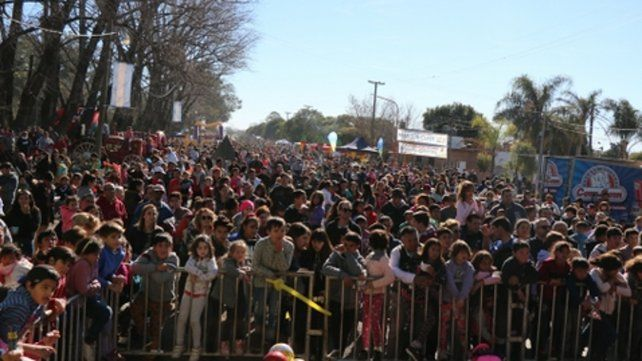 Festejos. Una multitud colmó la avenida del Rosario de Ybarlucea.