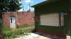 Objetivo errado. En Lima al 3200 una mujer fue baleada en un quiosco y el blanco era la casa contigua en la que hasta hace 3 años vivieron familiares del matador de Javier Ojeda.