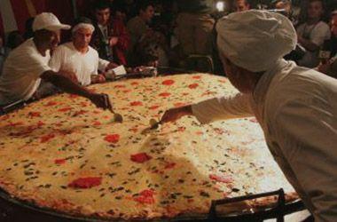 En Granadero Baigorria hicieron la pizza más larga de la Argentina