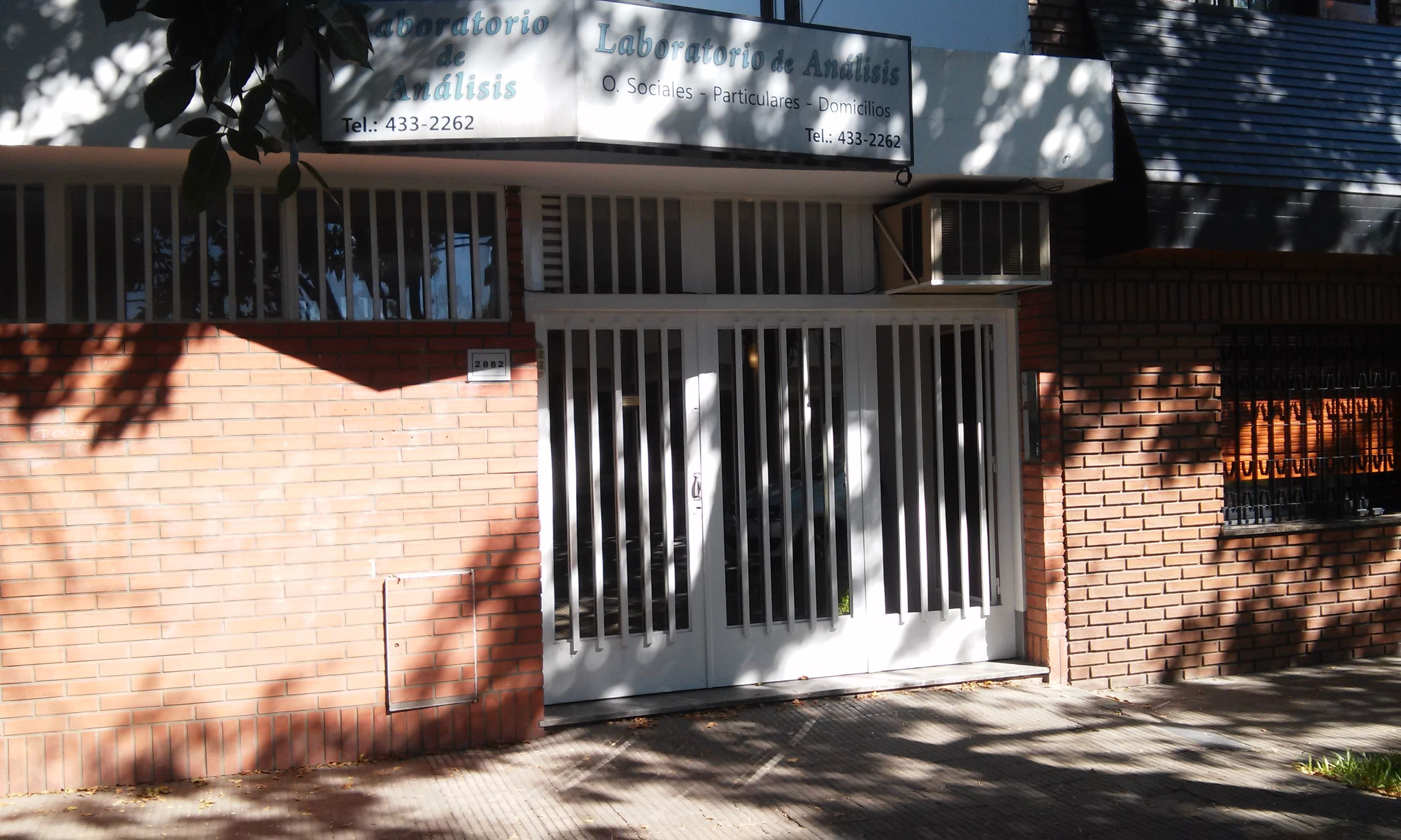 La clínica asaltada ayer en Santiago al 2800. (Foto: Sebastián S. Meccia)
