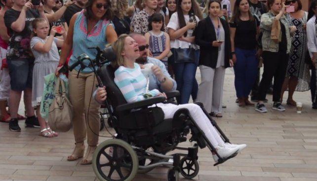 La conmovedora sorpresa de un hombre a su mujer con esclerosis para festejar un aniversario especial