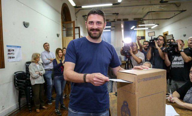 Estévez votó en la Facultad de Humanidades y Artes.