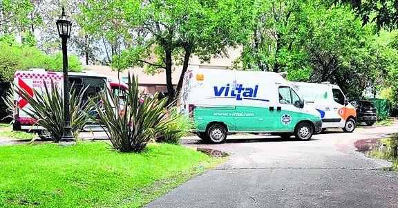 Miércoles 25/11. La hora más cruel. El miércoles al mediodía el mundo se paralizaba con la noticia de la muerte de Maradona. Ambulancias en la puerta del country en el que murió Diego.