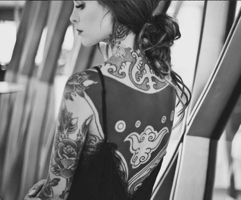El cuerpo de Candelaria está cada vez más tapado por los tatuajes. Adelantó que se hará 80 más.