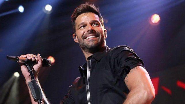 Ricky Martin sigue haciendo música y mostyrando sus acciones humanitarias.