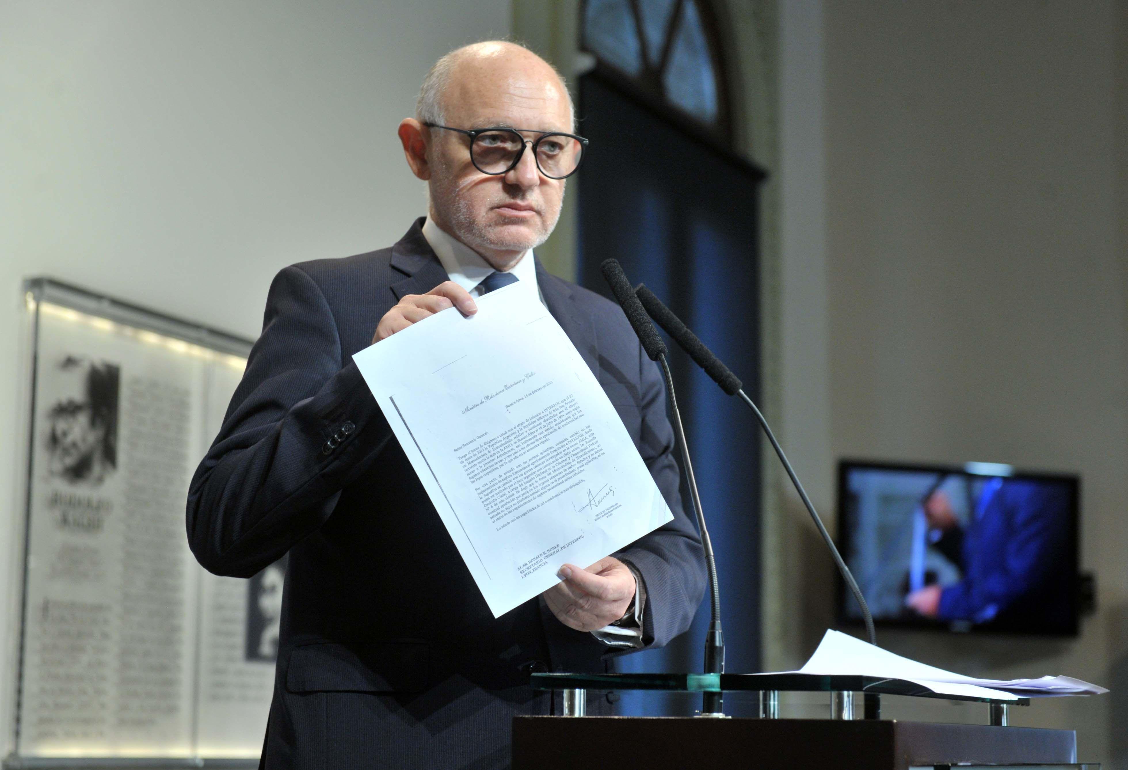 El canciller Héctor Timerman reveló el contenido de una carta que le envió Interpol sobre la investigación del atentado a la Amia.
