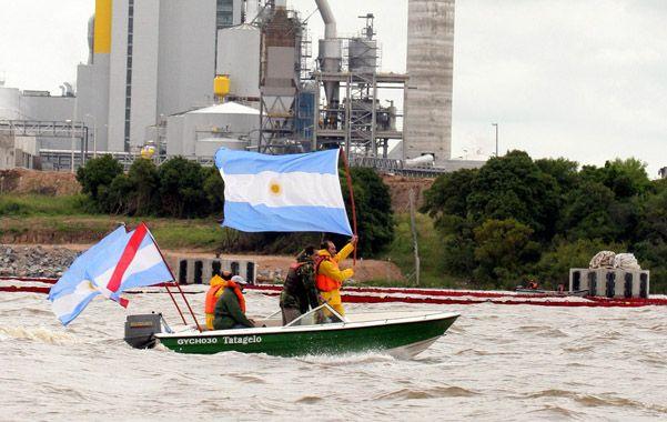 Dos visiones. En Gualeguaychú repudian y en Fray Bentos defienden.