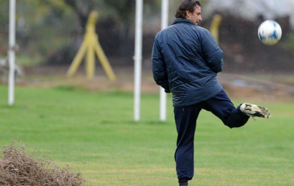 El entrenador canalla mantiene la calma y no se anticipa. (Foto: C. Mutti Lovera9