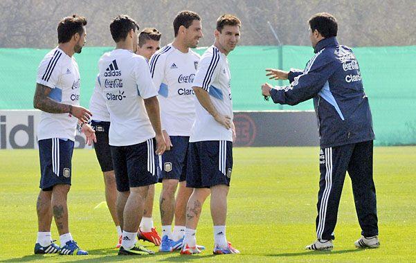 Messi y Maxi Rodríguez encabezan el trabajo que cumplió el plantel para jugar en tierras guaraníes.