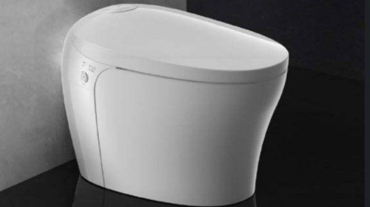 El inodoro inteligente que regula temperatura, se limpia solo y sube la tapa