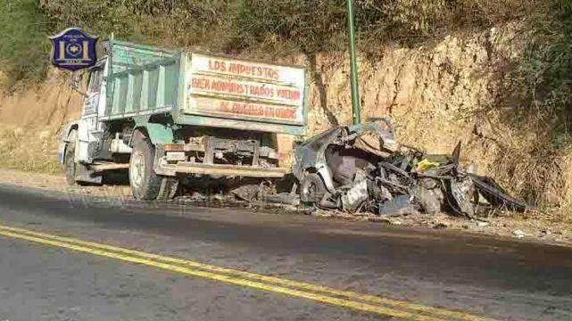 El auto quedó totalmente destruido en la banquina de una zona conocida como Valle de Lerma.