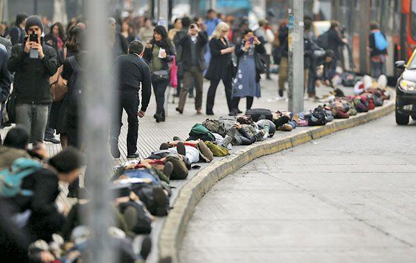 Un millar de chilenos evocó en Santiago a los 1.300 desaparecidos.