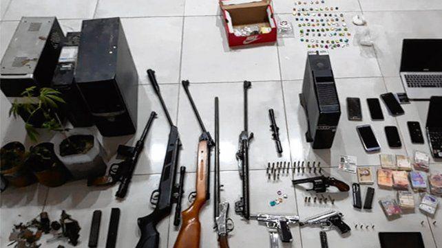 Stock. Se secuestraron armas de fuego de todo tipo y otros elementos.