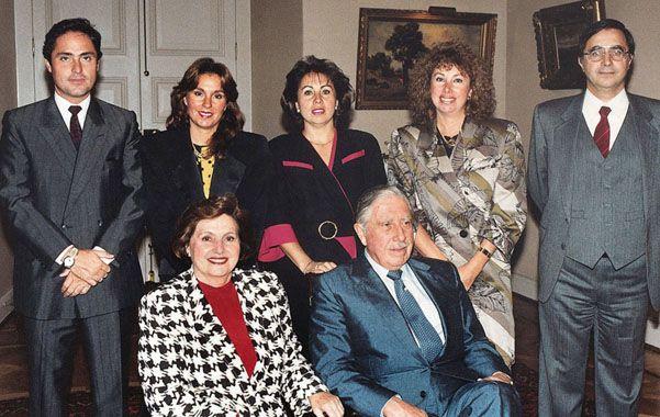 Intocables. La familia Pinochet en una foto tomada en el palacio de La Moneda
